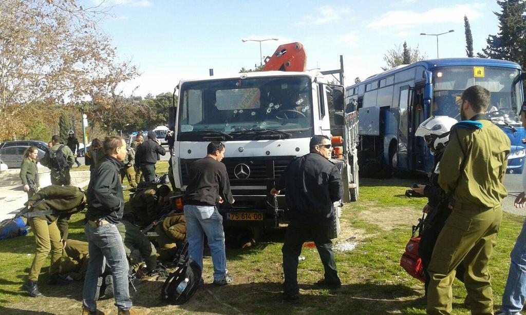 Photo of Tρομοκρατικό κτύπημα με φορτηγό πάνω σε στρατιώτες στο Iσραήλ.(video) 4 νεκροί 17 τραυματίες.