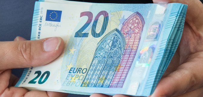Photo of Χαμός στις τράπεζες από τη «φυγή» 2,5 δισ. ευρώ σε 45 μέρες