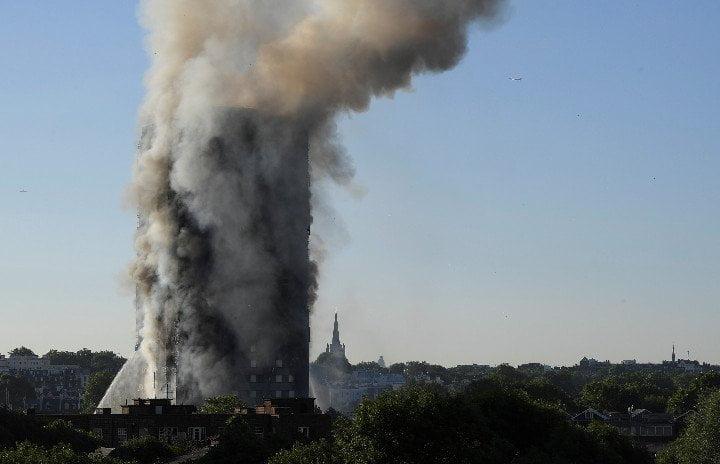 Photo of Φλέγεται ο Πύργος Γκρενφελ στο βόρειο Κένσινγκτον – Αγγλία.Ολοκαύτωμα με δεκάδες νεκρούς & 50 τραυματίες