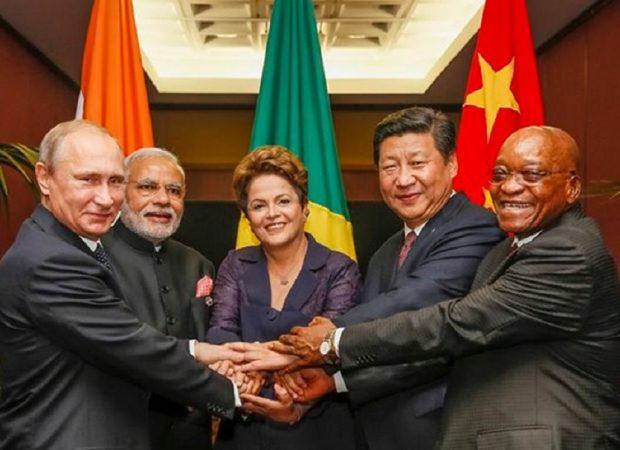 Photo of Εγκρίθηκε η ένταξη της Ελλάδας στην τράπεζα των BRICS – «Ελάτε μαζί μας για να σπάσουμε τα δεσμά των μνημονίων» λέει η Μόσχα