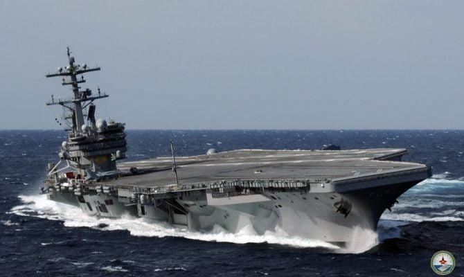 Photo of Σε θεση μάχης.Φορτώνουν μαχητικά στο αεροπλανοφόρο USS George H.W. Bush για να βομβαρδίσουν τη Συρία