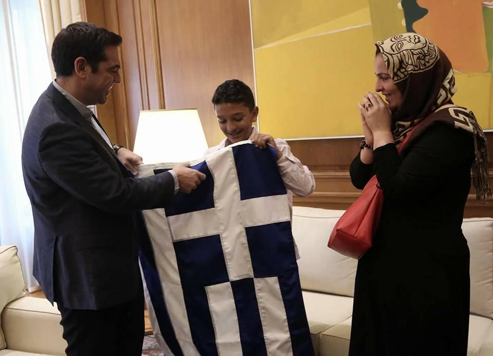 Photo of ΚΑΤΑΡΡΕΕΙ Η ΠΡΟΠΑΓΑΝΔΑ ΣΥΡΙΖΑ! Ομόφωνα οι διευθυντές των σχολείων της Δάφνης στηρίζουν το διευθυντή του σχολείου του Αμίρ
