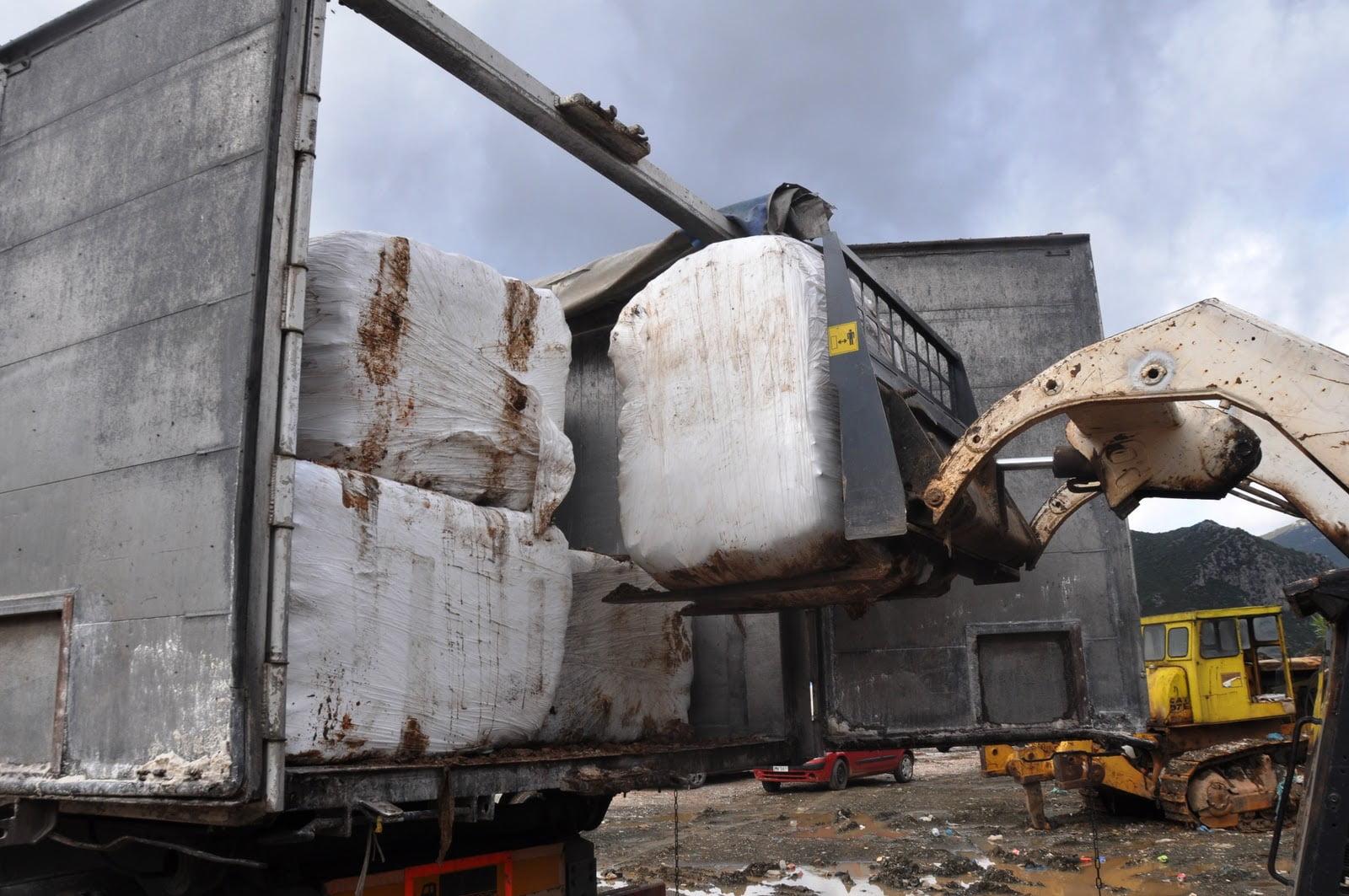 Photo of Ξεκίνησε η μεταφορά σκουπιδιων – δεμάτων και τα εναποθετει ο εργολάβος στο Χυτα Λευκίμμης