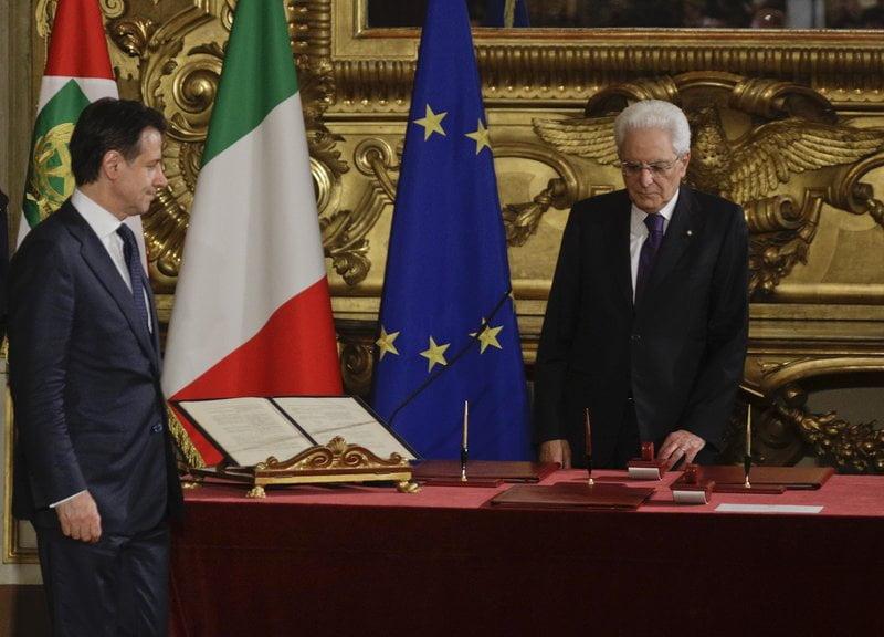 Photo of Nέα Κυβέρνηση στην Ιταλία – Δημιούργησαν Υπουργείο για την Οικογένεια -Πρώτες δηλώσεις: «Κόβουμε τα λεφτά για μετανάστες – Να πάνε σπίτι τους»