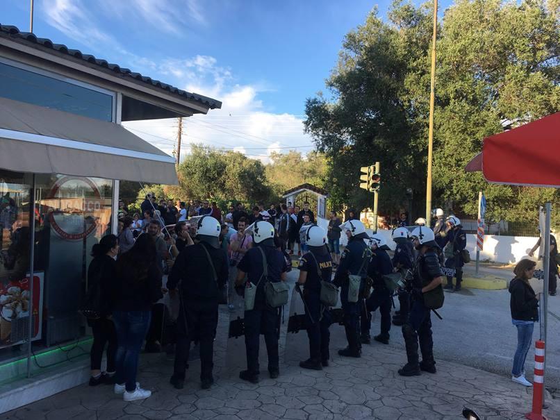 "Photo of Προκλητικοί οι Ματατζήδες στη Λευκίμμη.""Θα σας γαμήσουμε"" φώναζαν στους πολίτες και άλλος έβγαλε το ""πουλί"" του !!!! (video)"