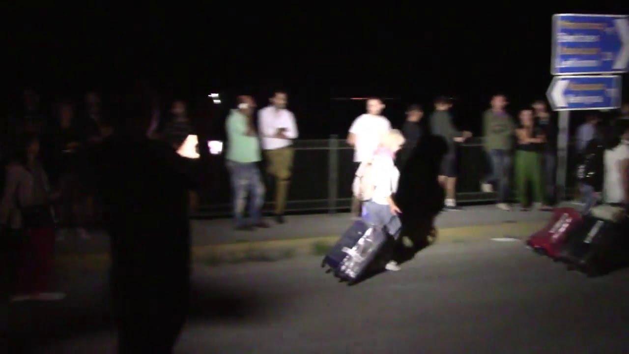 Photo of Διεθνες ξεφτιλίκι και ρεζίλεμα..Οι Τουρίστες 8 χιλιομετρα με τα πόδια για το Αεροδρόμιο Κέρκυρας !!!!Η Αστυνομία έκλεισε το δρόμο χωρίς λόγο!!!