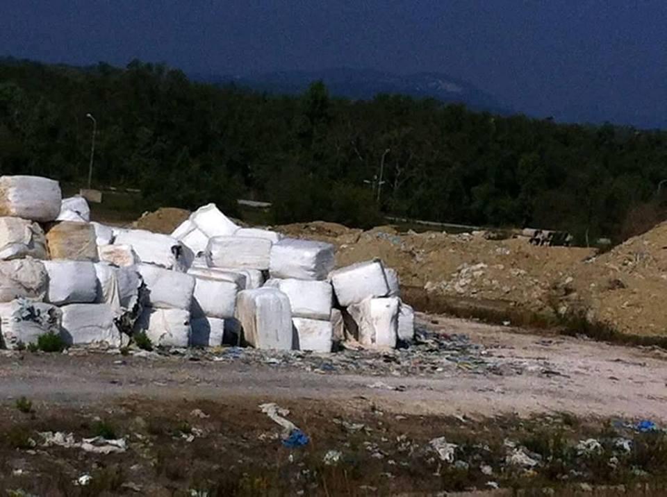 Photo of Σπάνε τα σείμικτα δέματα και τα καλύπτουν με χώμα..Ατιμώρητες συνεχείς παρανομίες στη λακούβα της Λευκίμμης…