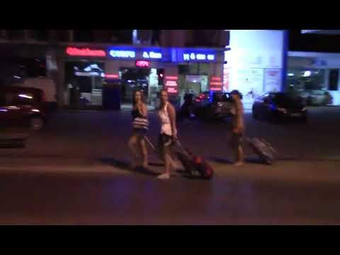 Photo of Oι Τουρίστες με τις βαλίτσες στο δρόμο για το αεροδρόμιο γιατί έκλεισε η Αστυνομία το δρόμο!!!!