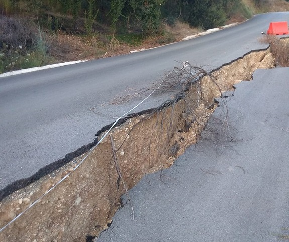 Photo of Οχι δεν είναι από σεισμό αλλά από αδιαφορία των υπευθύνων στη Κέρκυρα