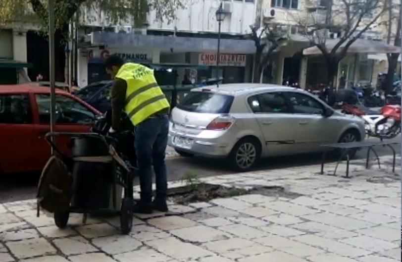 Photo of Οδοκαθαραριστές του Δήμου Κέρκυρας αδειάζουν με τα χέρια τα σκουπίδια από τους κάδους !!!!(video)