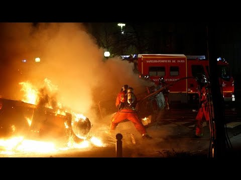 Photo of Καίγεται η Γαλλία και οι Βρυξέλλες…..Στην Ελλάδα φραπουτσίνο και σήριαλ…(3 video)