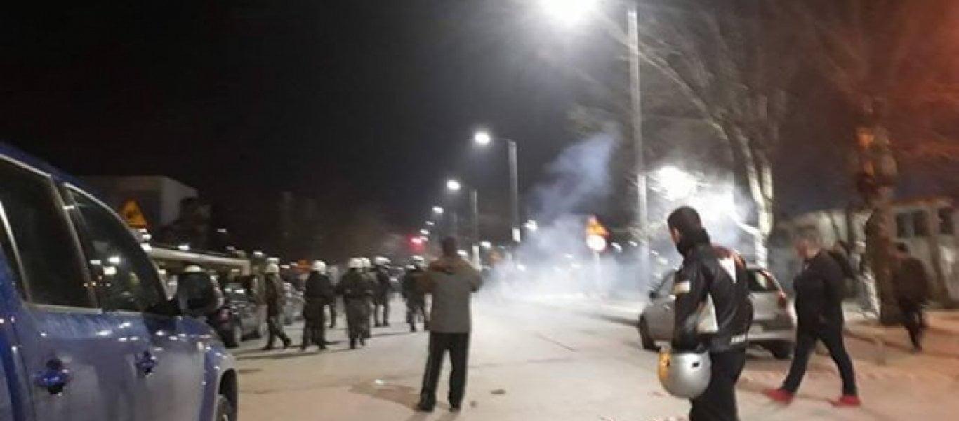 Photo of Aγρια επεισόδια…Μαζική επίθεση πολιτών κατά των κυβερνητικών δυνάμεων ασφαλείας και του ΠτΔ Π.Παυλόπουλου στη Θεσσαλονίκη.(7 video)