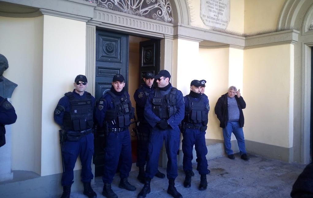 "Photo of Η παρουσία των κατοίκων της Λευκίμμης ""προκαλεί"" ηλεκτρικό βραχυκύκλωμα στη συνεδρίαση του Δημοτικού συμβουλίου?"