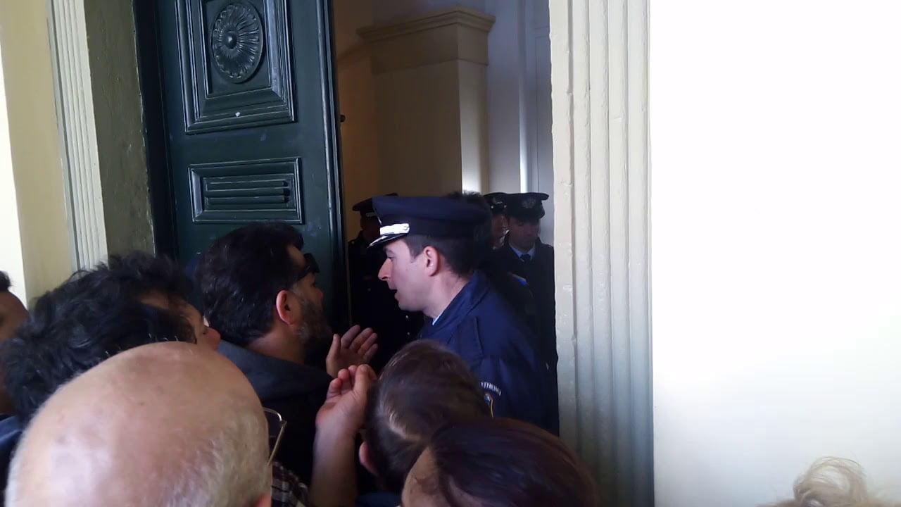 Photo of Μονο τον Αποστολάκη και τα ΤΑΝΚΣ δεν εφεραν για να συνεδριάσει το Δημοτικό Συμβούλιο Κέρκυρας!!! (2 VIDEO + Φωτό)
