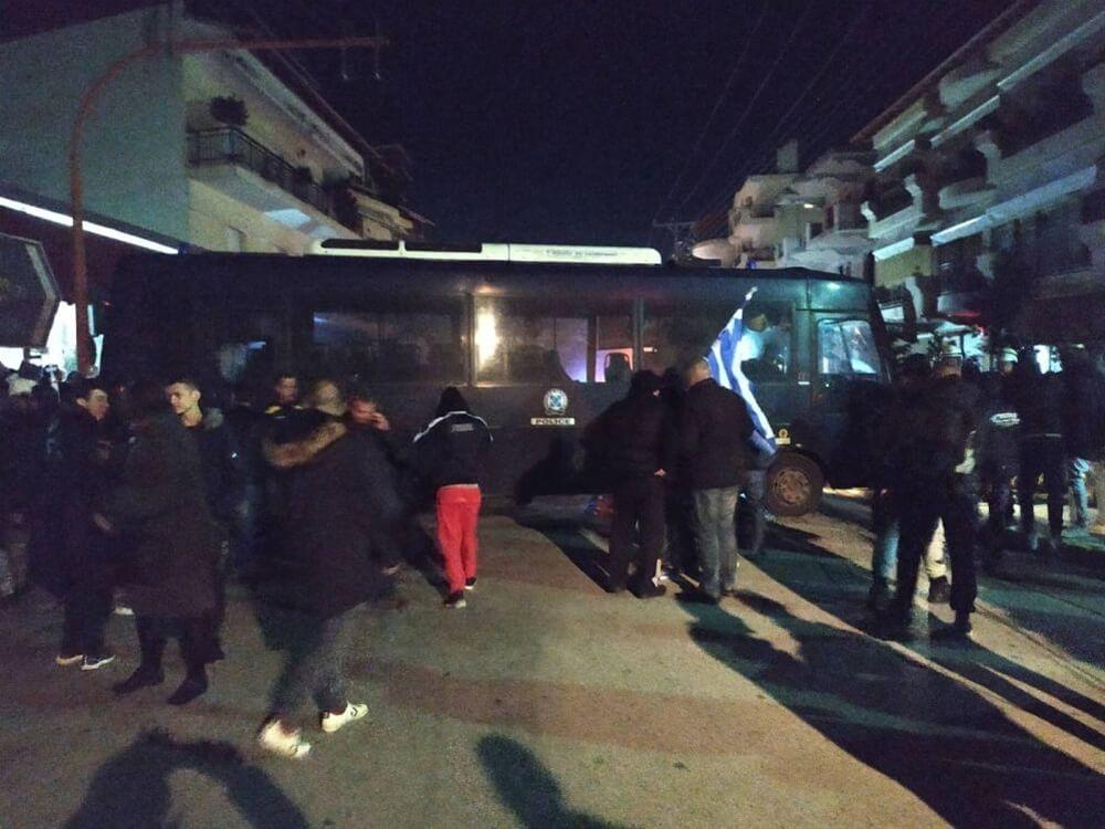Photo of Δυο διμοιρίες ΜΑΤ εστειλε ο Τσιπρας για να εμποδισουν πολίτες να διαμαρτυθηθούν σε σπίτι βουλευτη!!! (video)