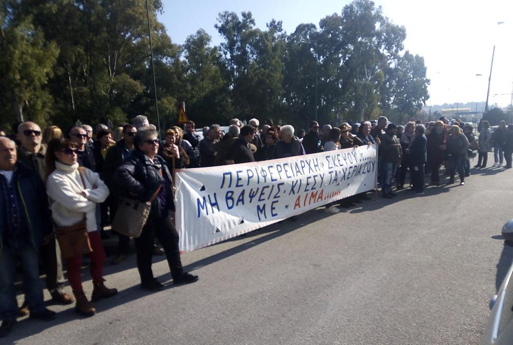 "Photo of Ko κο κο ….Ο  ""Δημοκράτης"" Γαλιατσάτος έφερε την Αστυνομία και μια διμοιρία ΜΑΤ….Ενταση προπηλακισμοί και κλείσιμο του δρόμου….(video)"