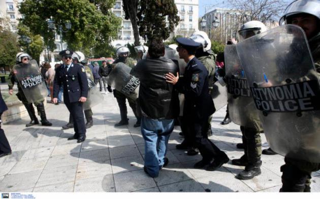 Photo of Η Αστυνομία ΣΥΡΙΖΑ συνεχισε με προληπτικές προσαγωγές με προπηλακισμούς και βια…Καταδίκη απο το ΕΠΑΜ και ΛΑ.Ε