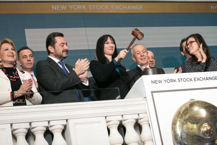 "Photo of ""Φέσωσε"" τους Ελληνες η Έλενα Κουντουρά με 18.435 ευρώ στη Ν.Υόρκη και στη Κέρκυρα Μ.Σαββατο ήρθε για προεκλογική εκστρατεία!!!!"