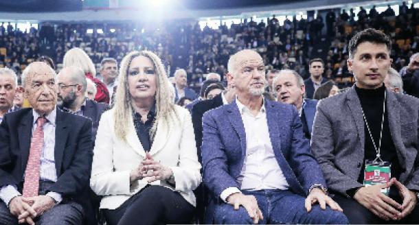 Photo of Αλβανούς για βουλευτές βαζει η Σοσιαλίστρια Φωφη στο ΚΙΝΑΛ