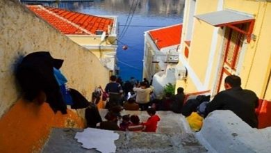 Photo of Ελεύθεροι πολιορκημένοι οι κάτοικοι της Σύμης – Δεκάδες αλλοδαποί κυκλοφορούν ελεύθεροι στο νησί