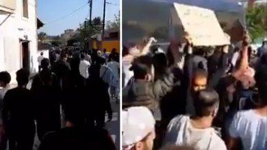 Photo of Χίος…….Λαθρο αγριεμένοι έκλεισαν τους δρόμους και εκβιάζουν για την μεταφορά τους στην ενδοχώρα.