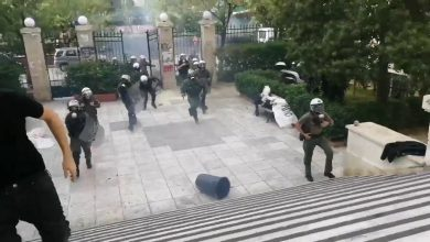 Photo of Μπουκάρησαν τα ΜΑΤ στην ΑΣΟΕ και κτύπησαν φοιτητές!!! 3 Τραυματίες (video)