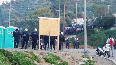 Photo of Oι λαθρομετανάστες προπονούνται στη Σαμο χτυπώντας Αστυνομικούς με πέτρες(video)