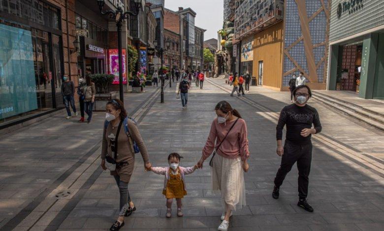 Photo of H Γουχάν γιορτάζει το τέλος του lockdown – Φωταγωγήθηκε όλη η πόλη και κόσμος βγήκε στους δρόμους