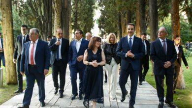 Photo of H Xoύντα στη Γιορτή της Δημοκρατίας χωρίς μάσκες γιατι τους φοβάται ο Κορωνοιός!!