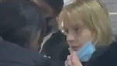 Photo of Κεφαλιά στο κεφάλι γυναίκας που δεν φόραγε μάσκα και ξύλο σε κατάστημα του Λονδίνου (Video)
