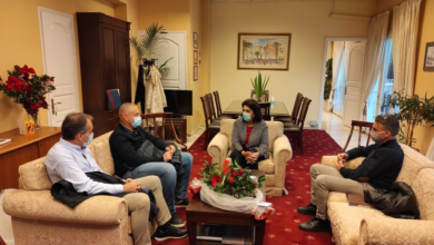 Photo of Οι εκπρόσωποι των Εμπόρων Κέρκυρας ζητιάνεψαν επιδόματα  και δέχθηκαν Ταφόπλακα στις επιχειρήσεις.