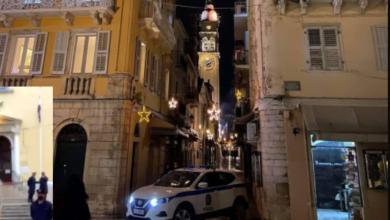Photo of Η Κυβέρνηση  με Αστυνομικές δυνάμεις απέκλεισε Πολιούχο Αγιο Σπυρίδωνα για να μην προσκυνήσουν οι πιστοί!!